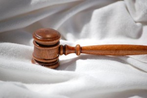חוק ומשפט אילוסטרציה