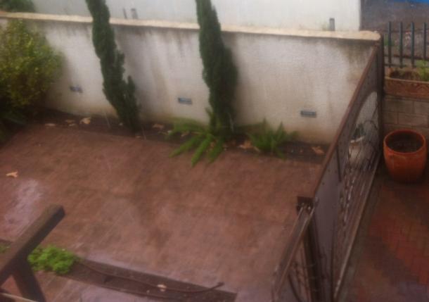 חצר בית בקרית מוצקין (גל למלן)
